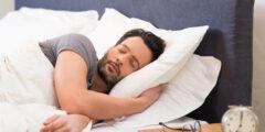 ألم في القلب عند النوم على الجانب الأيسر.. أسبابه واعراضه وطرق علاجه